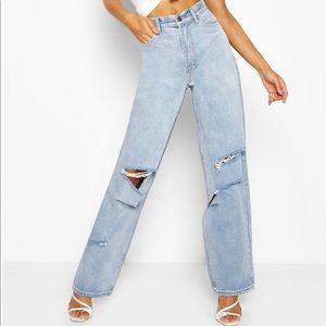 NWOT Boohoo Ripped Boyfriend Baggy Jeans